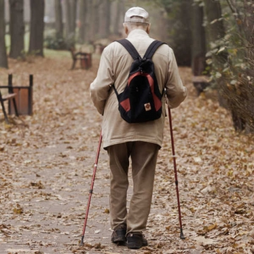 Elderly person wandering using itraq nano for tracking