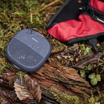 bose-soundlink-micro-speaker-outdoor-scene